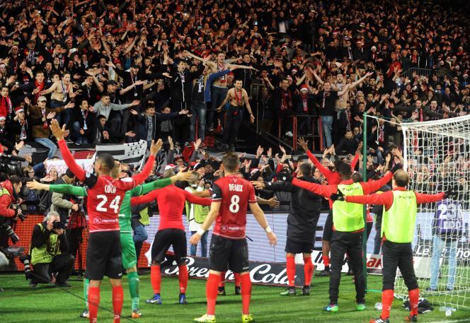 Les joueurs de Guingamp saluent leurs supporteurs, le 17 décembre, après leur victoire contre le PSG.