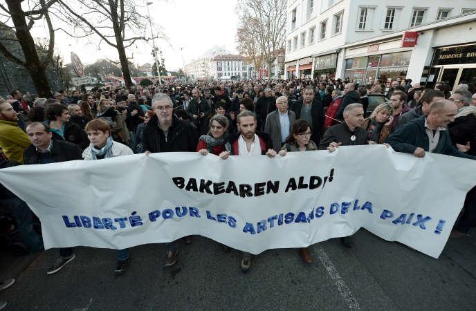 Les manifestants à Bayonne (Pyrénées-Atlantiques), le 17 décembre 2016.
