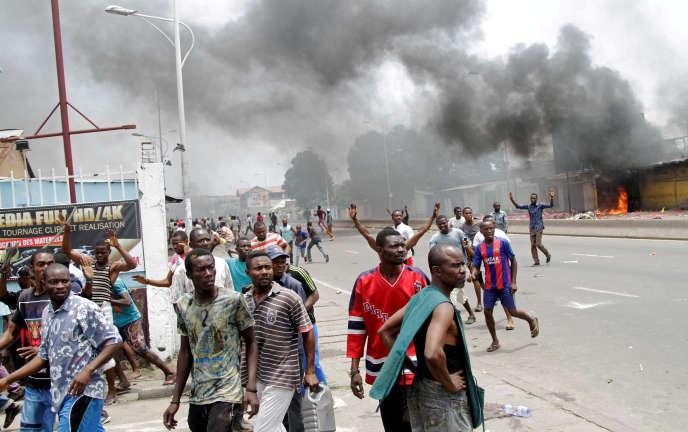 Des partisans de l'opposition congolaise lors d'une marche, en septembre 2016