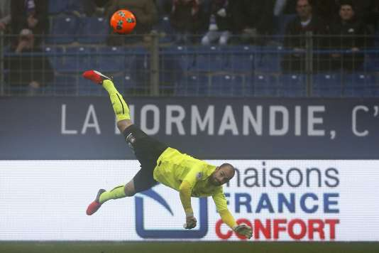 Mathieu Dreyer a fait quelques acrobaties pour préserver l'avance au score du Stade Malherbe.