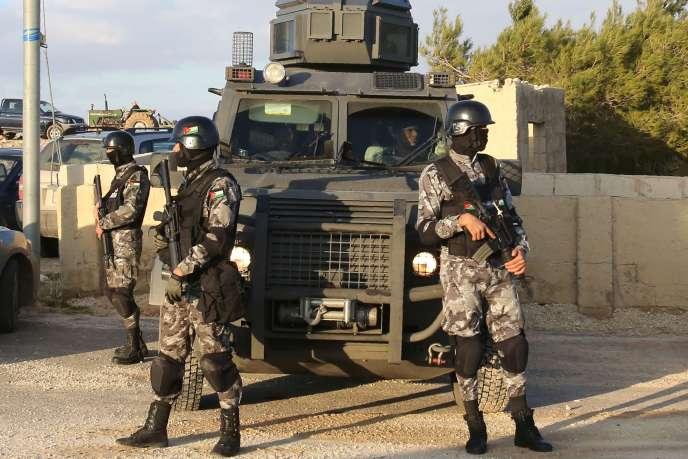 Des forces de sécurité jordaniennes, le 19 décembre, à Karak.