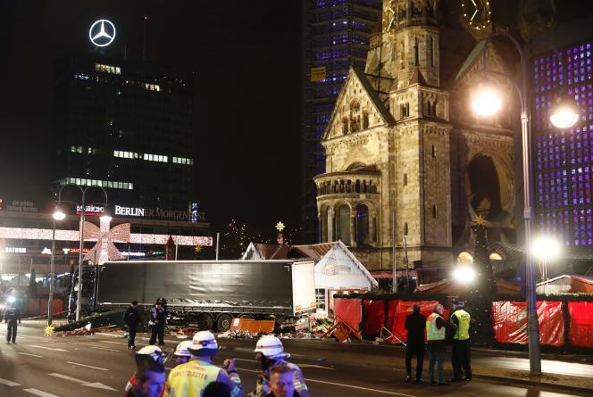 Au moins neuf personnes ont été tuées et 50 blessées après qu'un camion a foncé sur un marché de Noël à l'ouest de la capitale allemande.
