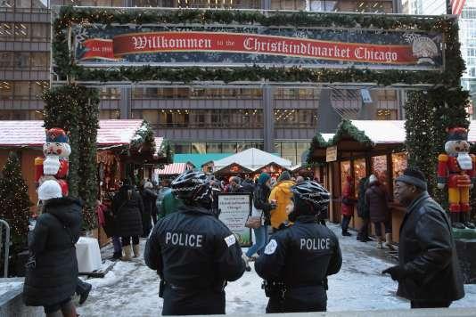 La police de Chicago patrouille dans le marché du centre-ville, le20décembre.