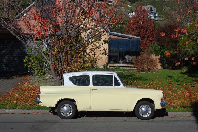 Sans la lunette arrière inclinée, la Ford Anglia n'aurait pas présenté un profil aussi original.