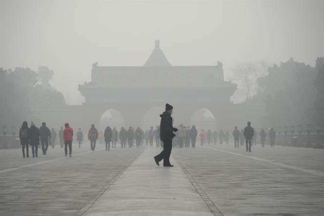 Devant le parc du Temple du ciel, à Pékin, en décembre 2016.
