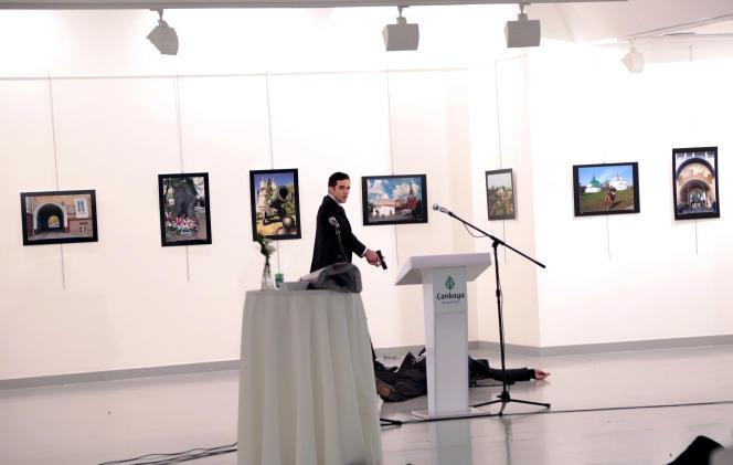 Une photo prise parBurhan Ozbilici, de l'agenceAssociated Press, au moment du meurtre de l'ambassadeur russe Andreï Karlov à Ankara, le 19 décembre.