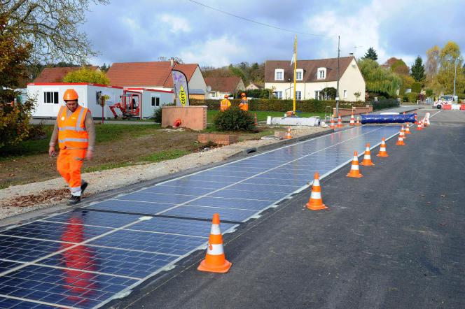 Test de route solaire à Tourouvre (Orne), en octobre 2016.