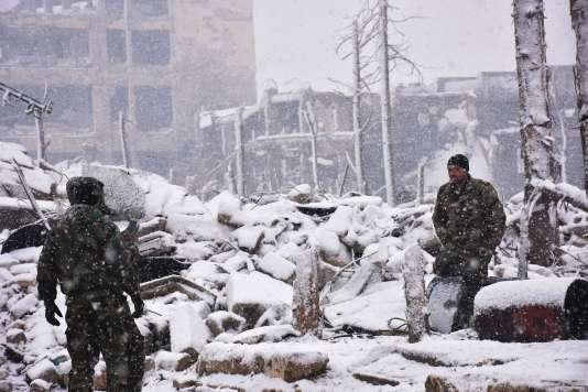 Des forces pro-Bachar Al-Assad, à Alep, le 21 décembre.