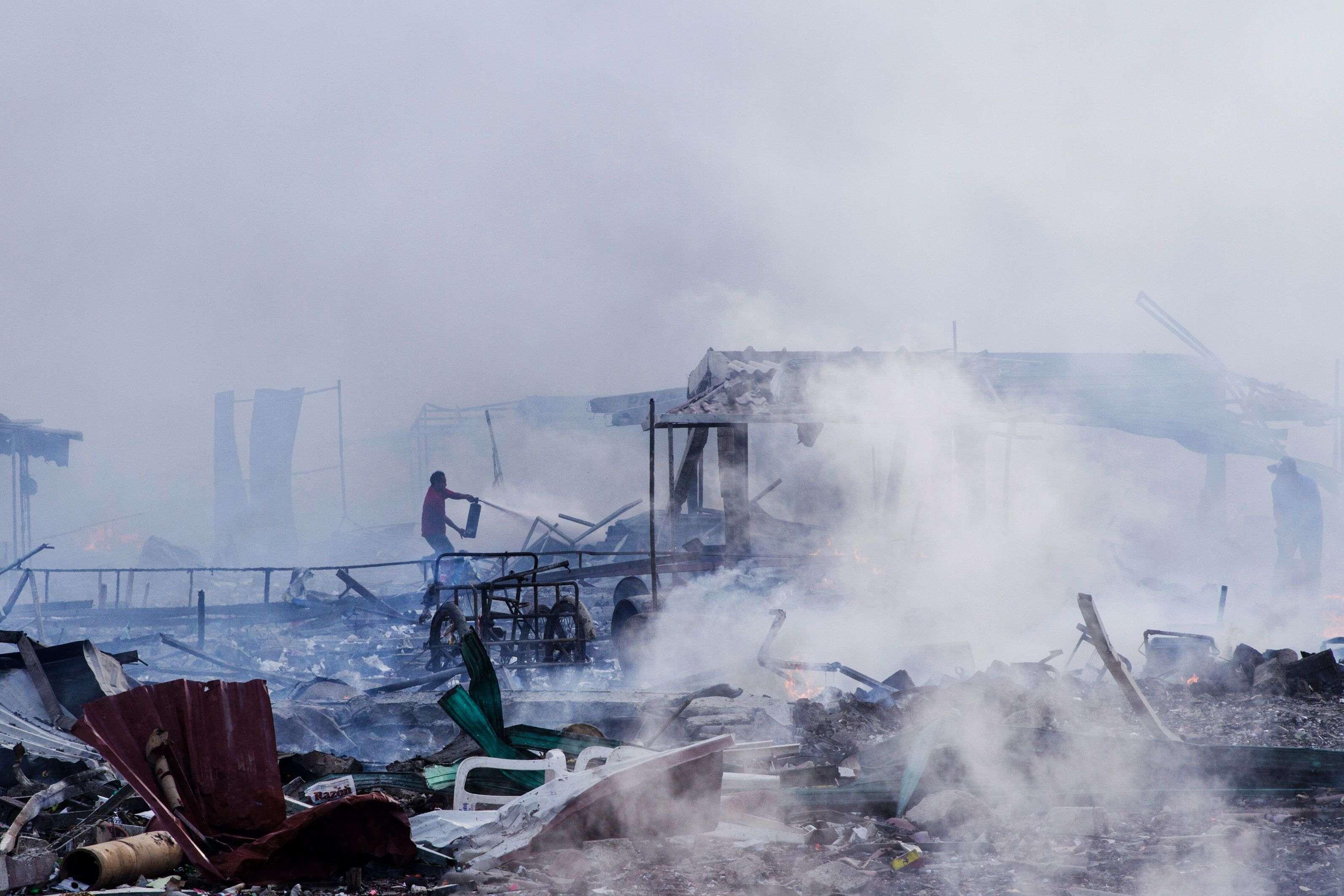 Une explosion sur le plus grand marché de feux d'artifice duMexiquea fait au moins 31morts et 72blessés, mardi20décembre à Tultepec, près de Mexico.