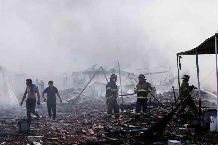 L'intervention des secours a été rendue difficile par les explosions qui continuaient de sesuccédersur ce vaste marché de 4hectares.