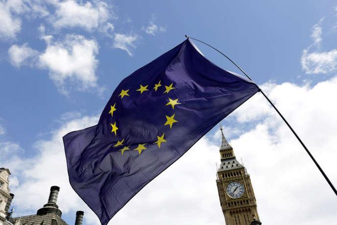 Le drapeau européen flottant au dessus de Big Ben.