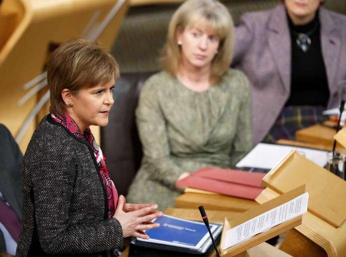 La première ministre Nicola Sturgeon lors de la présentation de son plan pour faire face au Brexit, devant le Parlement écossais, à Edimbourg, le 20 décembre.