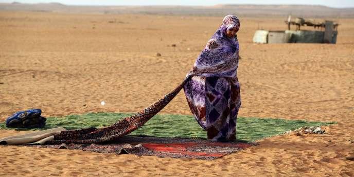 Une réfugiée sahraouie dans le camp de Dakhla, à 170 kilomètres au sud-est de la ville de Tindouf en Algérie, le 8 juillet 2016.