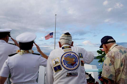 Trois survivants de l'attaque contre Pearl Harbor, lors des cérémonies commémoratives, à Honolulu, le 6 décembre.