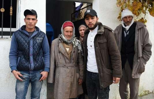 La famille d'Anis Amri dans sa ville d'Oueslatia, en Tunisie, le22décembre.