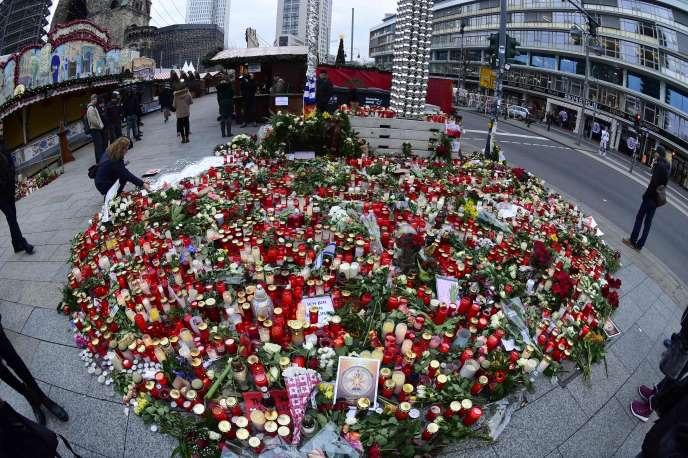 Sur les 12 personnes tuées lundi soir sur le marché de Noël situé devant l'église du Souvenir à Berlin, trois n'ont toujours pas été identifiées.