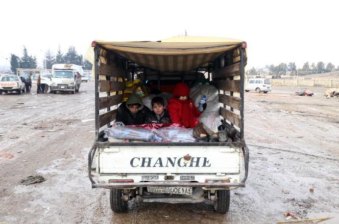 Des civils d'Alep évacués de la ville, le 22 décembre.