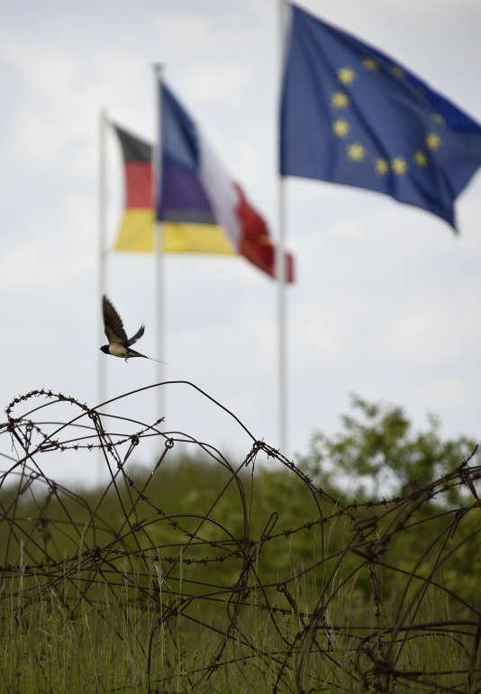 L'Insee prévoit pour 2016 une croissance du PIB française à 1,2 %, contre presque 2% en Allemagne, selon la Commission européenne.