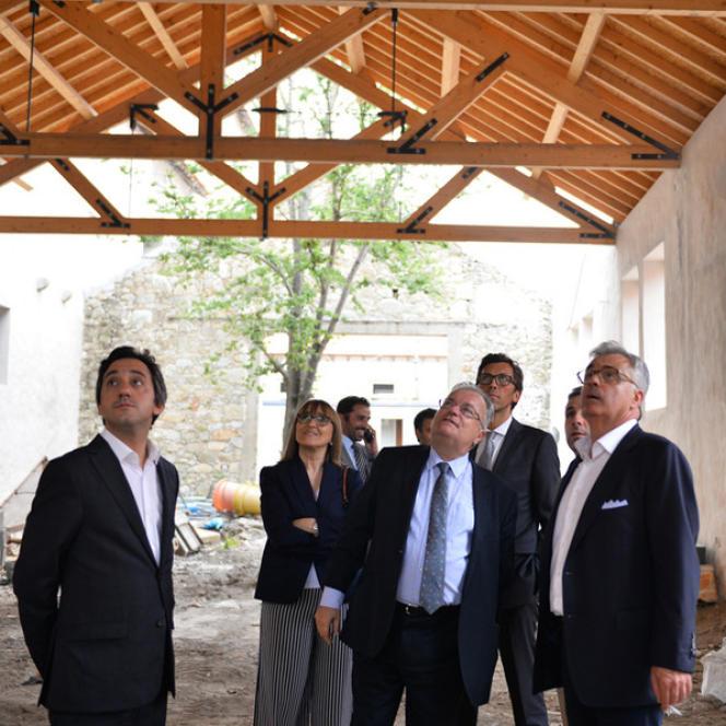 Le ministre de la culture du Portugal, Luis Filipe Castro Mendes, lors d'une visite, au mois de juillet, du chantier de la Casa da arquitectura