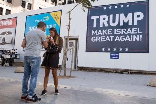 Affiche en faveur du président américain élu, Donald Trump, en novembre 2016 à Tel-Aviv.