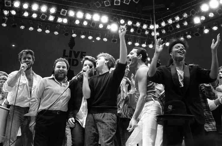 En 1985 il se produit aux côtés de Bono, Paul McCartney et Freddie Mercury lors d'un concert «Live Aid» en faveur de la lutte contre la famine, dans le stade de Wembley (Londres, Angleterre).