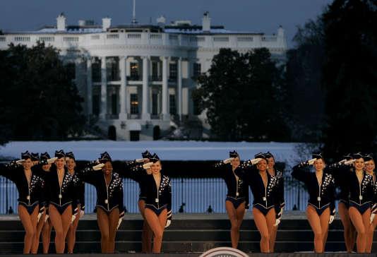 Photo d'archive de la troupe des Rockettes devant la Maison Blanche, le 19 janvier 2005.