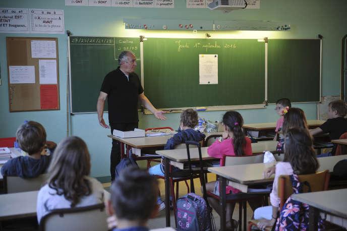 Lors de la rentrée scolaire dans une école primaire de La Jarne, près de La Rochelle, le 1er septembre 2016.