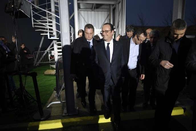 François Hollande lors d'une visite d'une entreprise à Taverny (Val-d'Oise), le26décembre.