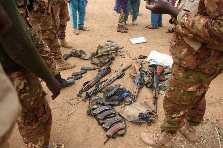 De nombreuses armes ont été saisies lors de l'opération.