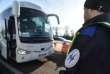 Un policier français contrôle des véhicules à la frontière germano-française, à Ottmarrsheim (Haut-Rhin), le 22 décembre.