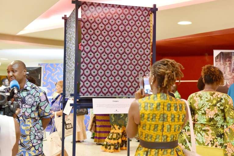 Exposition de la marque Vlisco à Abidjan, en Côte d'Ivoire, le 26 novembre 2016.