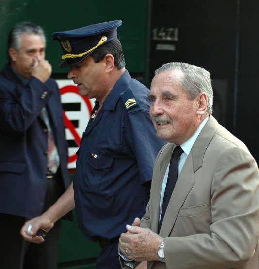 Gregorio Alvarez arrivant au tribunal de Montevideo en 2007.