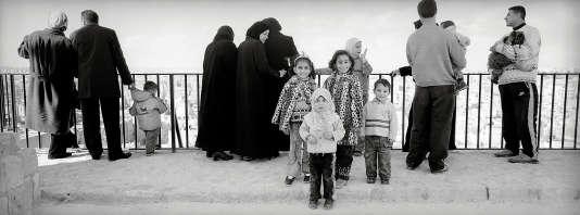 Des touristes sur la citadelle d'Alep, en 2003.