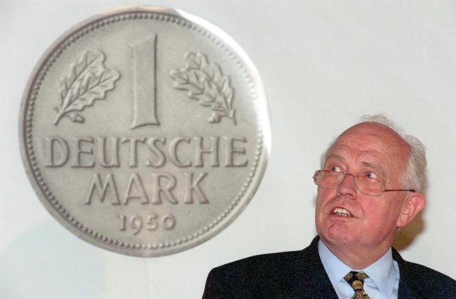 Défenseur opiniâtre de la stabilité des prix, Hans Tietmeyer a personnalisé la toute-puissance monétaire allemande dans les années 1990 et fut l'un des banquiers centraux les plus influents de la planète.