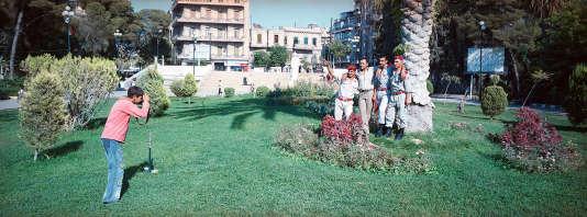 Des soldats syriens en permission dans le parc Al-Sabil.