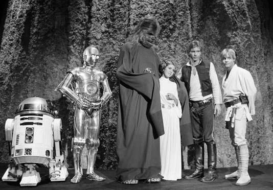 Aux côtés de Kenny Baker, Anthony Daniels, Peter Mayhew, et Harrison Ford, et Mark Hamill, en 1978.