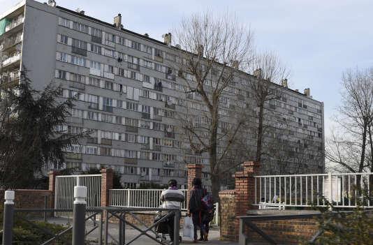 Un immeuble de Clichy-sous-Bois (Seine-Saint-Denis), le 6 mars 2015.