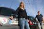 Portrait d'un couple louant leurs voitures sur le site Internet Drivy, spécialisé dans la location de véhicules entre particuliers, le 25 mars 2015.