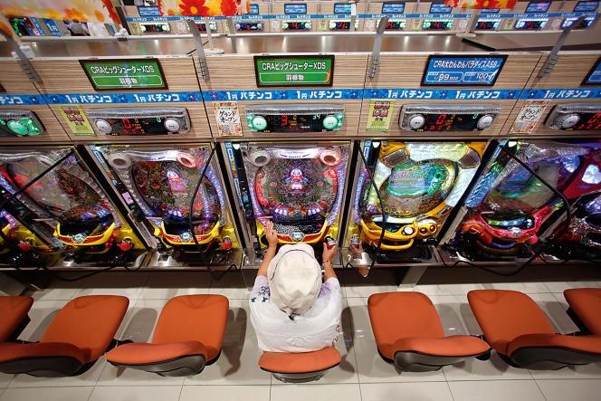 Le «pachinko», sorte de billard électrique présent dans 12000salles à travers le Japon, affichait en 2013 un chiffre d'affaires de 155milliards d'euros.