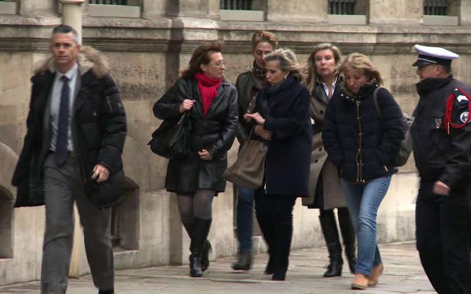 Les filles de Jacqueline Sauvage et leurs avocates, le 29 janvier.