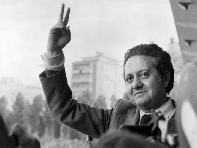 Le leader du Parti socialiste portugais, Mario Soares, le 15 mai 1974, à Lisbonne.