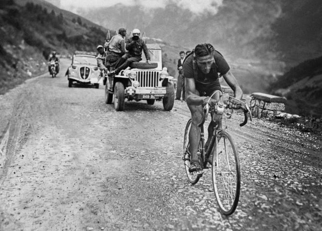 Le cycliste Ferdinand « Ferdi » Kübler, le 18 juillet 1949 durant le Tour de France.
