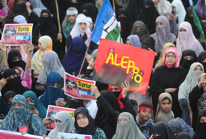 Manifestation à Karachi (Pakistan) en soutien aux musulmans de Birmanie et de Syrie.