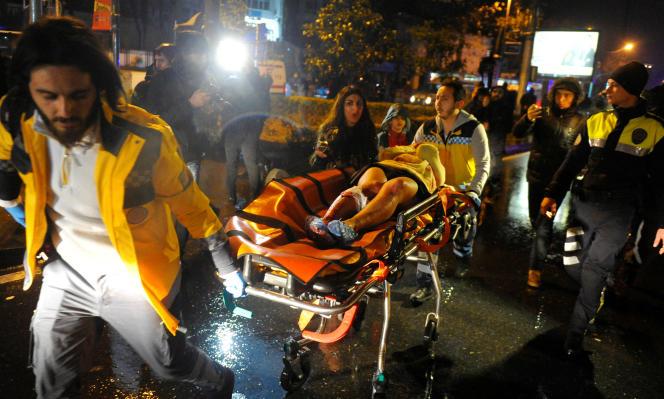 «Plus on occupe le Proche-Orient, plus on légitime les groupes djihadistes et plus on alimente la désintégration que l'on a vu à l'œuvre en Libye et qui touche àprésent la Turquie ou le Pakistan» (Photo: attentat à Istanbul, le 1er janvier).