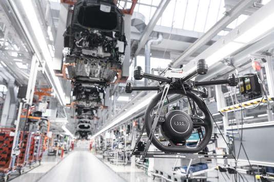 Drone dans la chaine de montage de voitures de l'usine Audi de Neckarsulm en Allemagne.