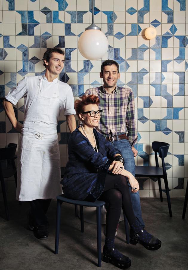 Le chefFranck Barangeravec son associé Edouard Bobin et la scénographe du restaurant, Emilie Bonaventure.