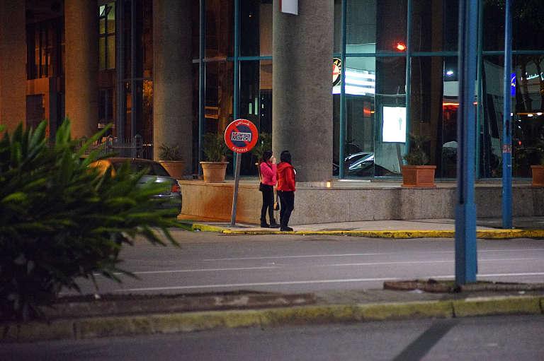 Des prostituées sur un trottoir de Casablanca.