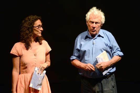 John Berger et sa fille Katya lors d'une répétition de la pièce «Est-ce que tu dors ?» à Avignon en 2012.