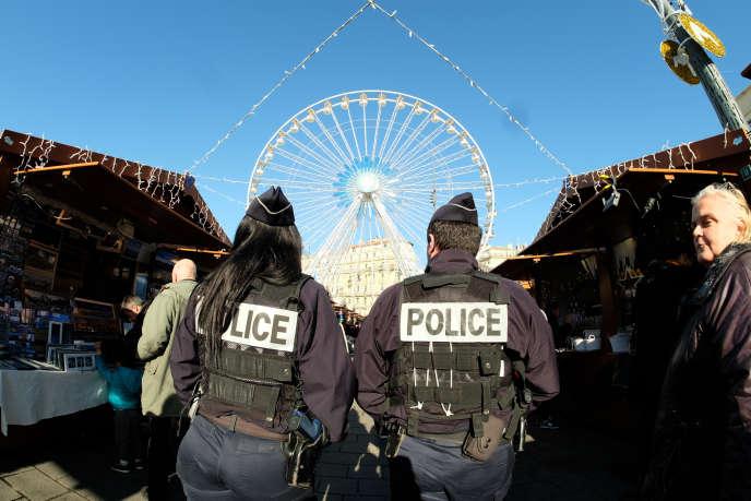 Des policiers, le 9 décembre à Marseille.