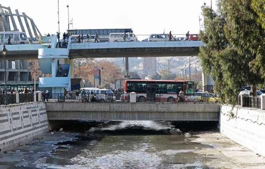 Le fleuve Barada, à Damas, le 3 janvier. Depuis le 22 décembre 2016, les robinets des habitants de Damas sont à sec.